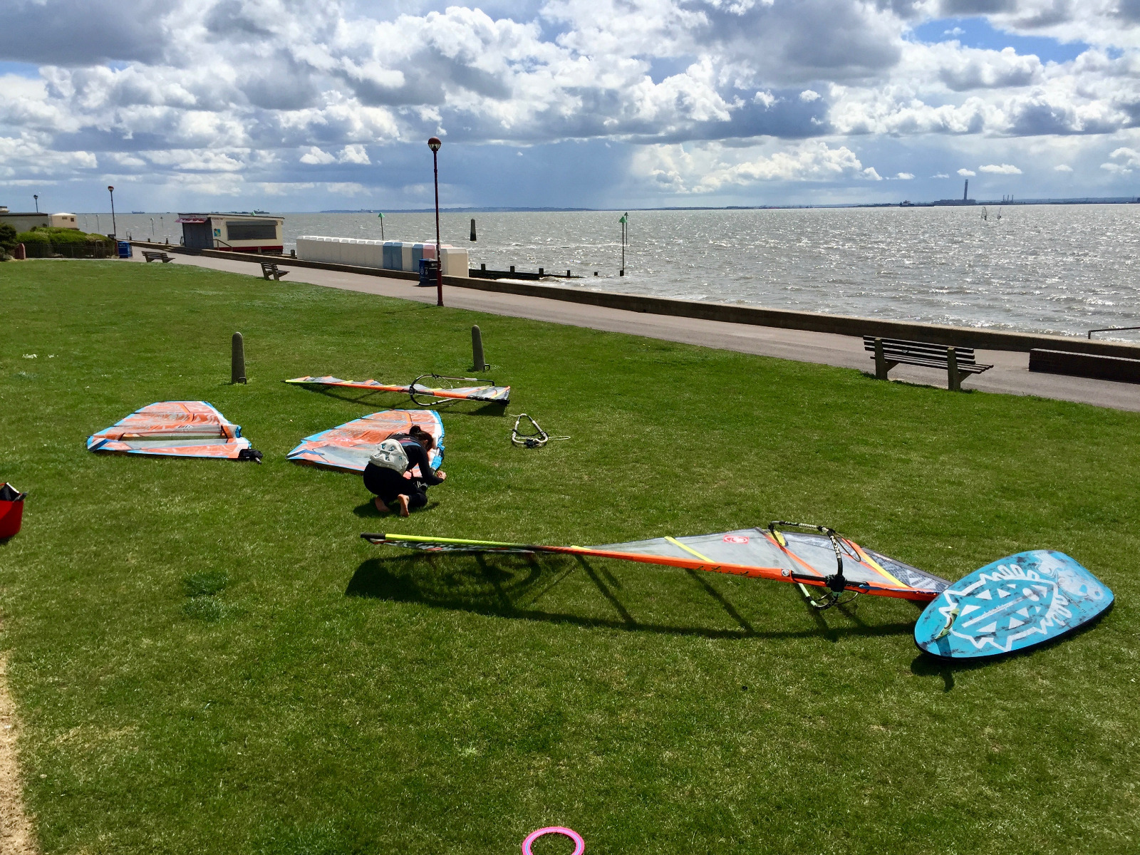 windsurf beaches, chalkwell beach, windsurfing essex, rigging green chalkwell